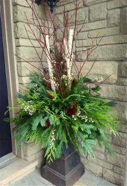 Superb Outdoor Winter Decor Ideas That Refresh Your Feel 09
