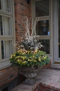 Superb Outdoor Winter Decor Ideas That Refresh Your Feel 11