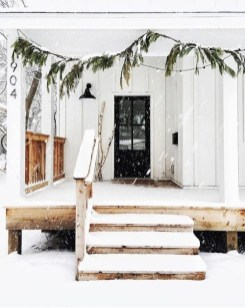 Superb Outdoor Winter Decor Ideas That Refresh Your Feel 14