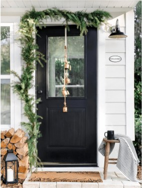 Superb Outdoor Winter Decor Ideas That Refresh Your Feel 15