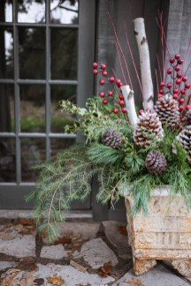 Superb Outdoor Winter Decor Ideas That Refresh Your Feel 20
