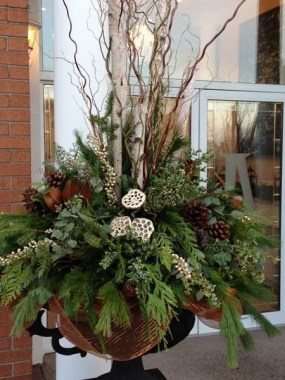 Superb Outdoor Winter Decor Ideas That Refresh Your Feel 24