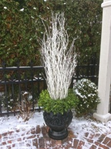 Superb Outdoor Winter Decor Ideas That Refresh Your Feel 29