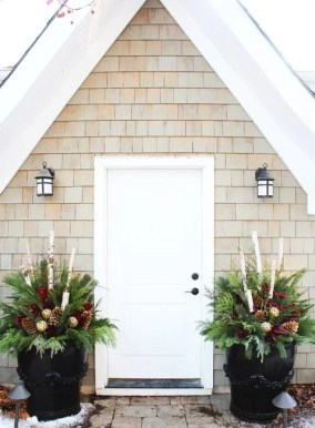 Superb Outdoor Winter Decor Ideas That Refresh Your Feel 35