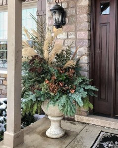 Superb Outdoor Winter Decor Ideas That Refresh Your Feel 48