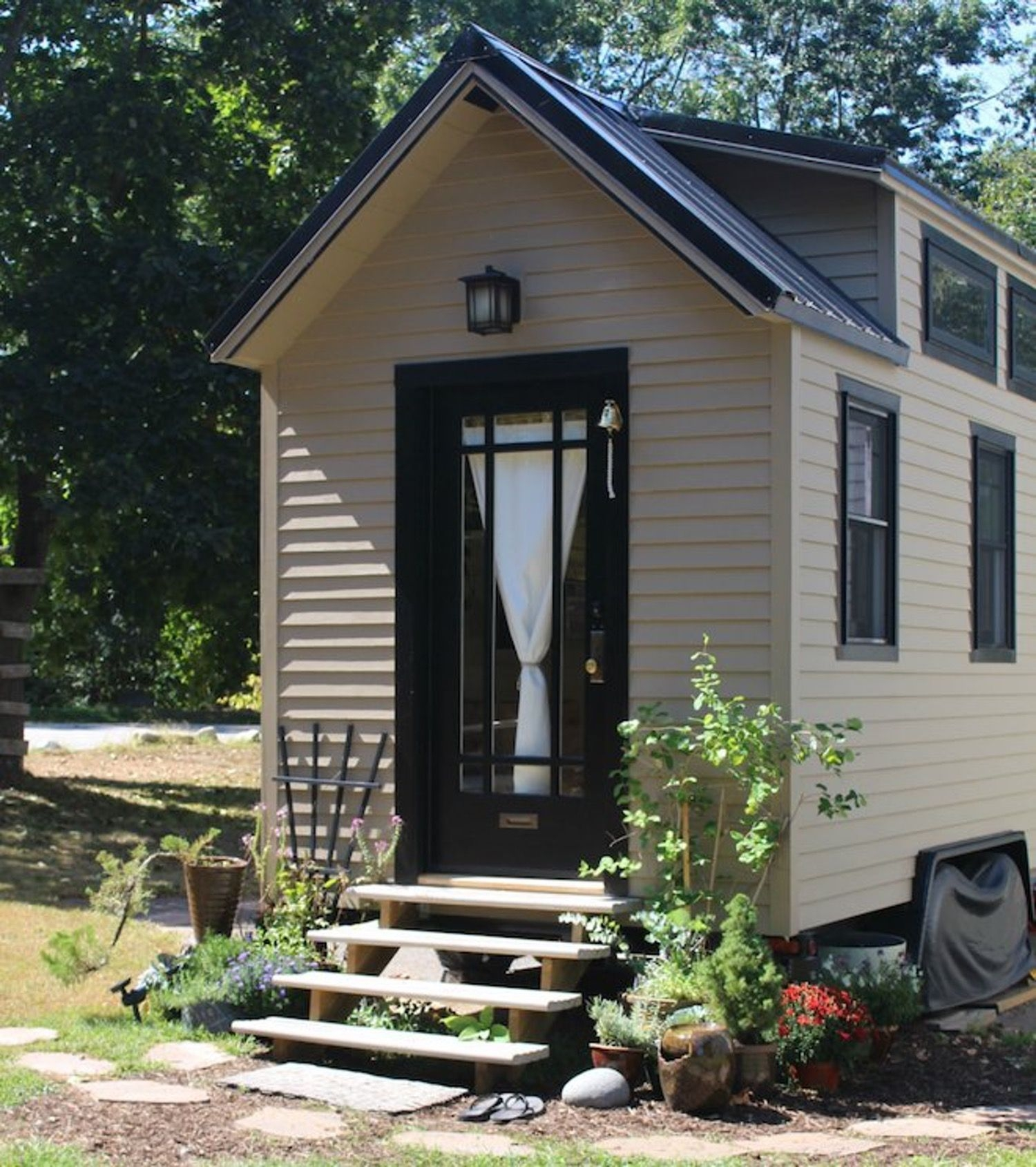 Adorable Tiny Houses Design Idea With 160 Square Feet That You Need To Try 35
