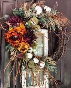 Amazing Winter Wreath Décor Ideas That Suitable For Door 01