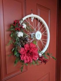 Amazing Winter Wreath Décor Ideas That Suitable For Door 02