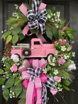 Amazing Winter Wreath Décor Ideas That Suitable For Door 08