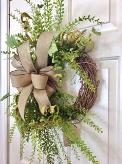 Amazing Winter Wreath Décor Ideas That Suitable For Door 09