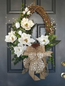 Amazing Winter Wreath Décor Ideas That Suitable For Door 10