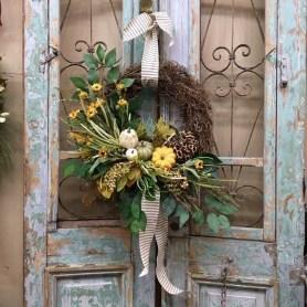 Amazing Winter Wreath Décor Ideas That Suitable For Door 12