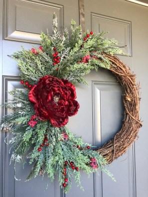 Amazing Winter Wreath Décor Ideas That Suitable For Door 16