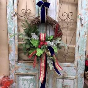 Amazing Winter Wreath Décor Ideas That Suitable For Door 23