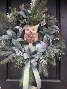 Amazing Winter Wreath Décor Ideas That Suitable For Door 31