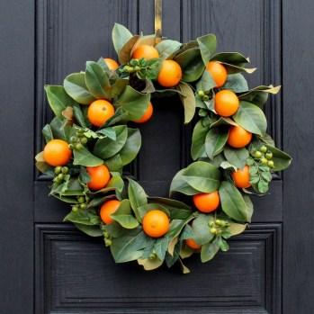 Amazing Winter Wreath Décor Ideas That Suitable For Door 36