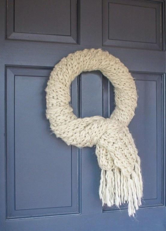 Amazing Winter Wreath Décor Ideas That Suitable For Door 38