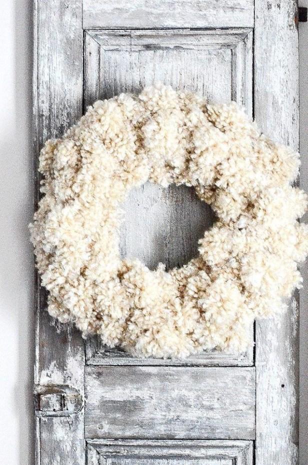 Amazing Winter Wreath Décor Ideas That Suitable For Door 40
