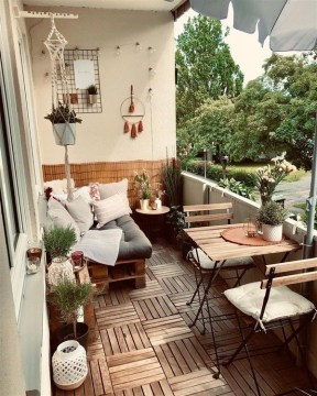 Comfy Balcony Design Ideas To Try Right Now 35