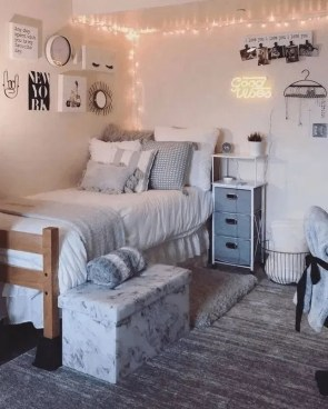 Cozy Dorm Room Design Ideas That Looks More Awesome 36