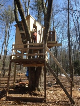 Sparkling Treehouse Design Ideas With Recycled Materials That You Should Have 07