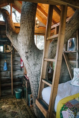 Sparkling Treehouse Design Ideas With Recycled Materials That You Should Have 25