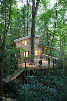 Sparkling Treehouse Design Ideas With Recycled Materials That You Should Have 36