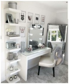 Affordable Home Decoration Ideas With Makeup Vanity That Can Inspire You 12