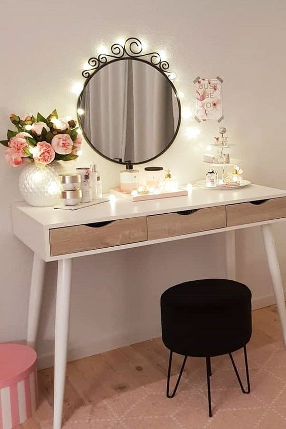 Affordable Home Decoration Ideas With Makeup Vanity That Can Inspire You 40