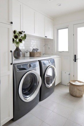 Astonishing Small Laundry Room Design Ideas For Organization To Try 16