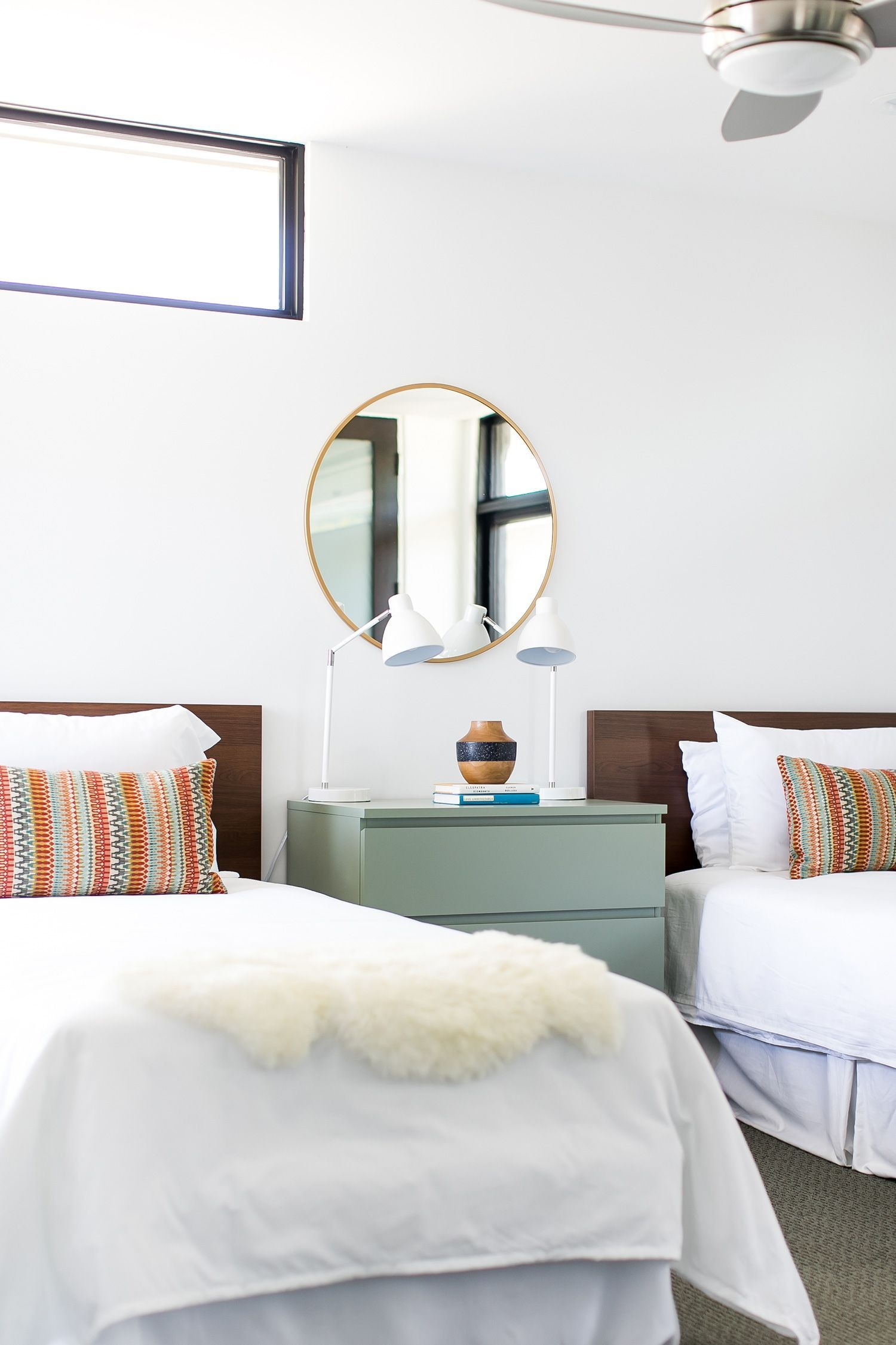 Inexpensive Easter Bedroom Interior Design Ideas That You Need To Know 37