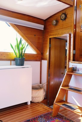 Magnificient Houseboat Design Ideas With Imaginative Dream 36