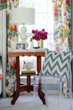 Stunning Bedroom Decoration Ideas With Flower Curtain To Try Right Now 26
