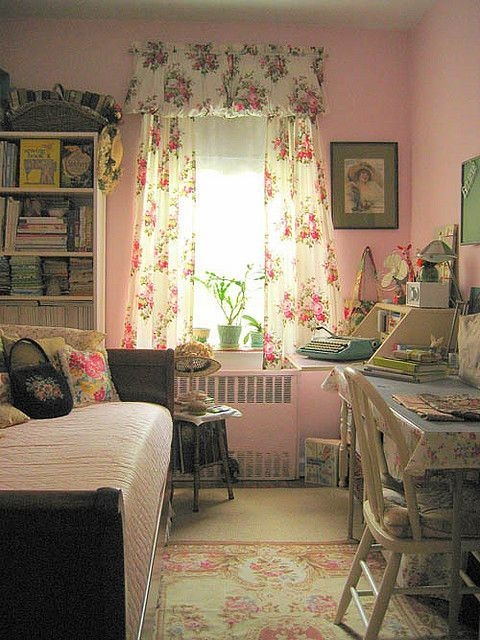 Stunning Bedroom Decoration Ideas With Flower Curtain To Try Right Now 40