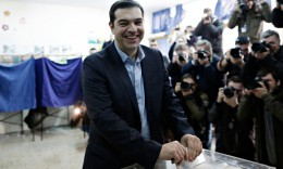 Syriza party leader Alexis Tsipras casts his vote