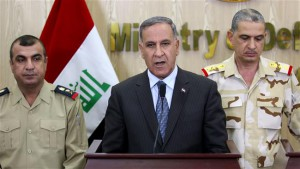 Iraqi Defense Minister Khaled al-Obeidi (C) delivers a speech during a press conference in the Iraqi capital, Baghdad, on September 6, 2015. (© AFP)
