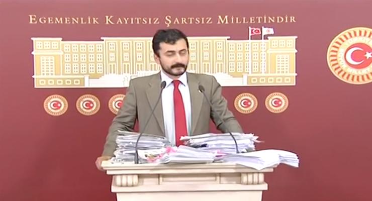 Eren Erdem at a June 2016 press conference. (Image source: Eren Erdem video screenshot)
