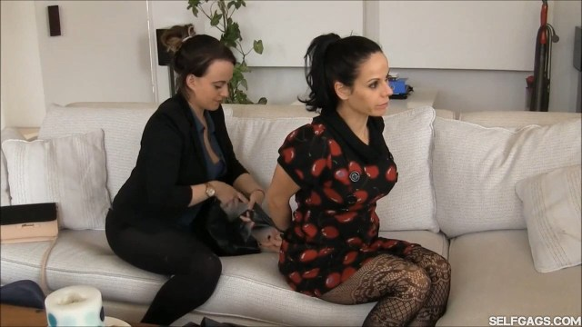 Bondage therapist Carleyelle ties up Lavinia