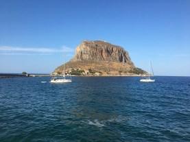 Řecký Gibraltar, vpravo Gaia