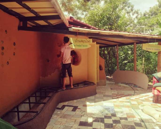 Earthen Building Natural plaster and paint