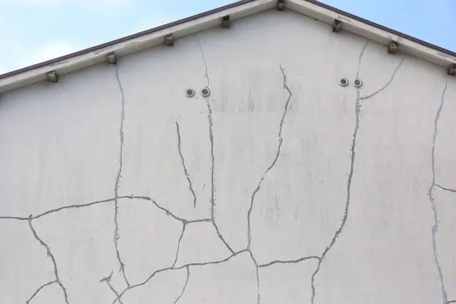 外壁の「Vカット」補修の作業工程について