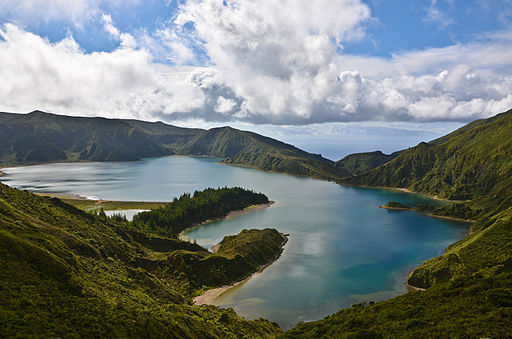 Lagoa_do_Fogo_on_Sao_Miguel_in_the_Azores_of_Portugal_on_the_planet_Earth