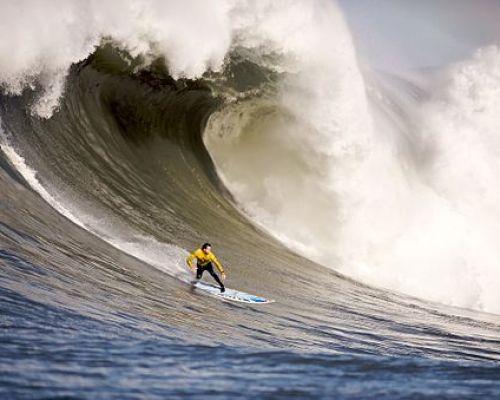 512px-Mavericks_Surf_Contest_2010b