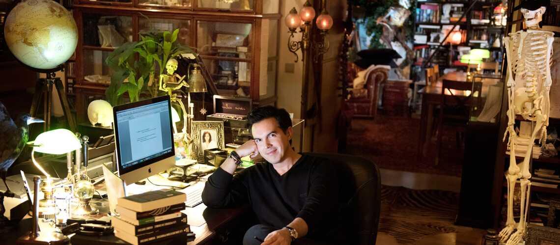 PHOTOS Maxime Chattam Nous Ouvre Son Cabinet De Curio