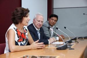 mujer-emprendedora-zona-noroeste-2015- A la izquierda, Caridad Olivares. En el centro, Víctor Conde. A la derecha, Juan Núñez. (Fotografía: Universidad Nebrija)