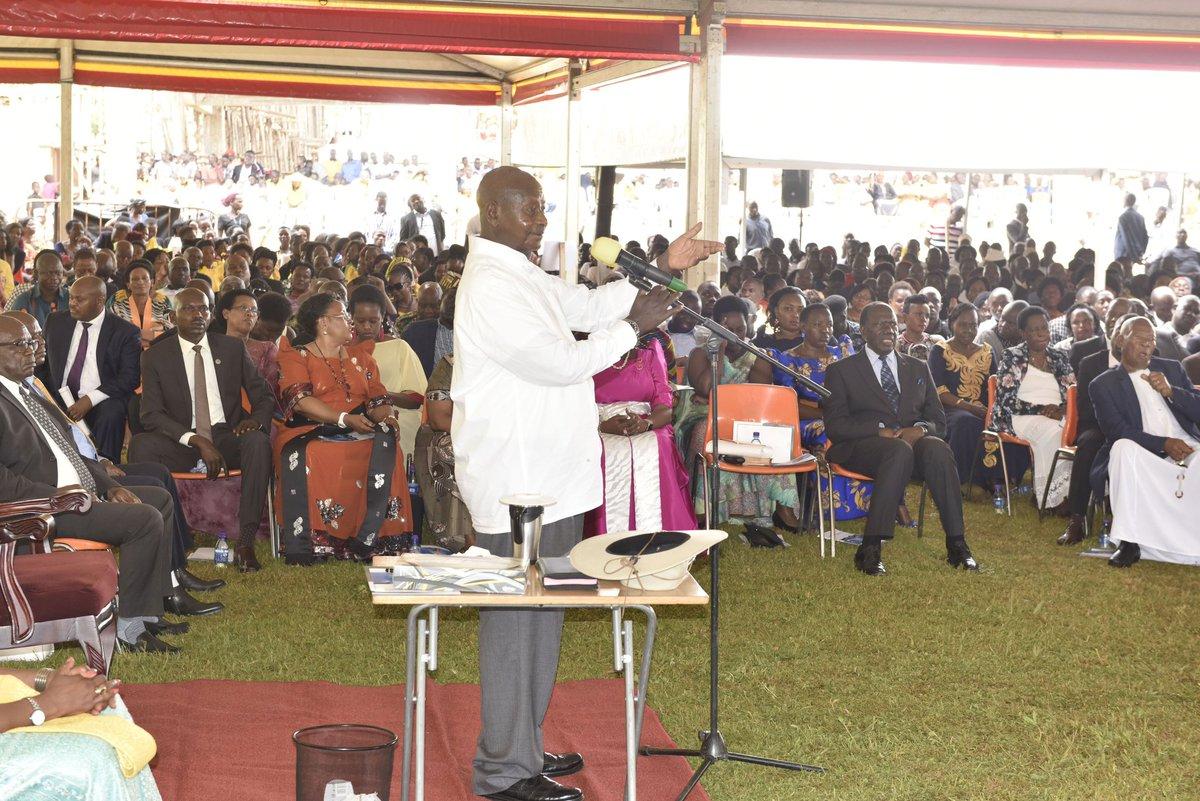 Pulezidenti Museveni ku mukolo