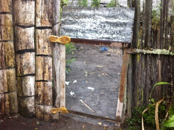 Seen here with a quick homemade door, notice the latch on the other side: only a small rope and other nail.