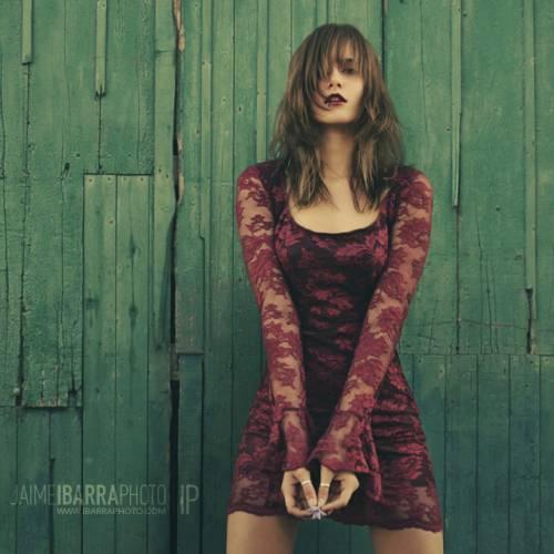 девушка в ажурном бордовом платье - Девушки - Красивые ...