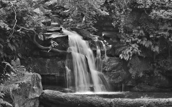 Маленький водопад, камни, природа - Черно белые - Обои на ...