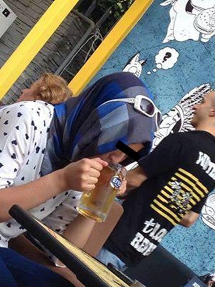 bira içen türbanlı kız